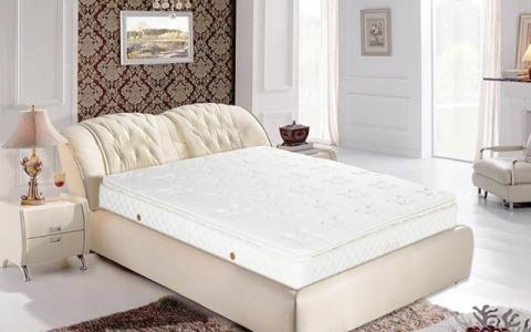 别看体积不大,床垫甲醛容量可匹家具!