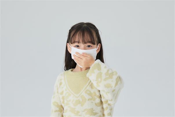 摄图网_501556075_小女孩戴着口罩(企业商用)_看图王