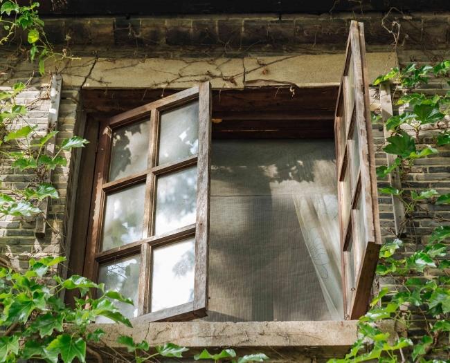 摄图网_500362579_复古的窗打开(企业商用)