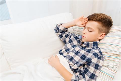 摄图网_300575442_banner_童,医疗,人医学生病的男孩流感躺床上,家里头痛(企业商用)